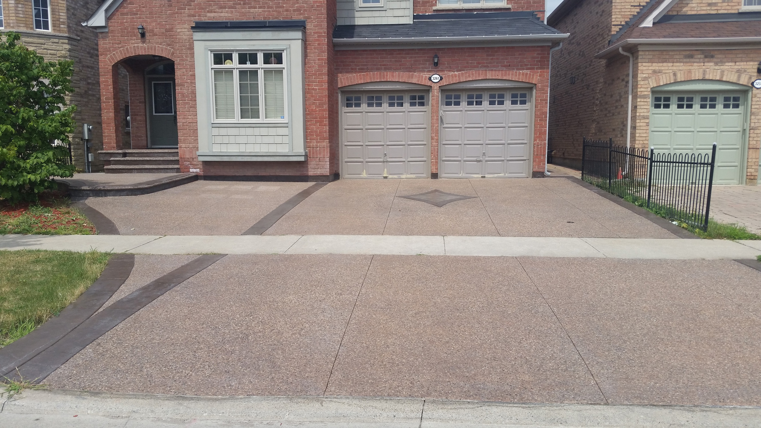 Concrete Trimmings Ltd. - Combination Exposed Aggregate Concrete and Stamped Concrete - 0001A